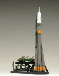Модель 1/150 Plastic Model Soyuz Rocket & Transport Train изображение 1